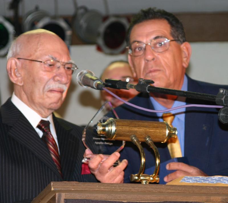 Agapito receiving Pioneer Award from Manuel Ayala at Tejano Roots Hall of Fame